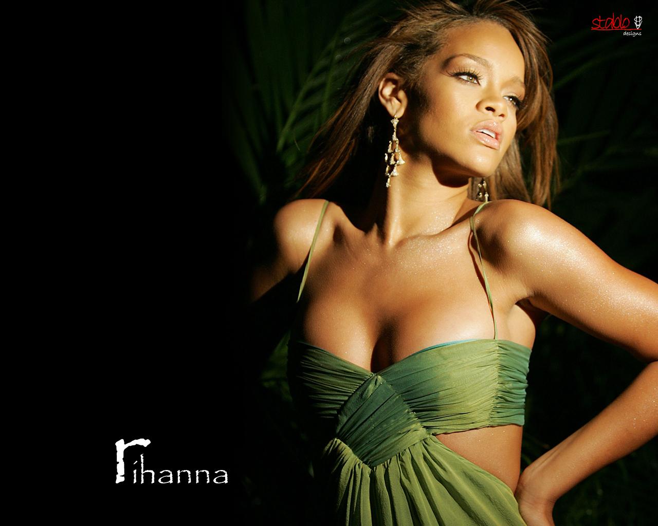 Jeux de la photo - Page 15 Rihanna003